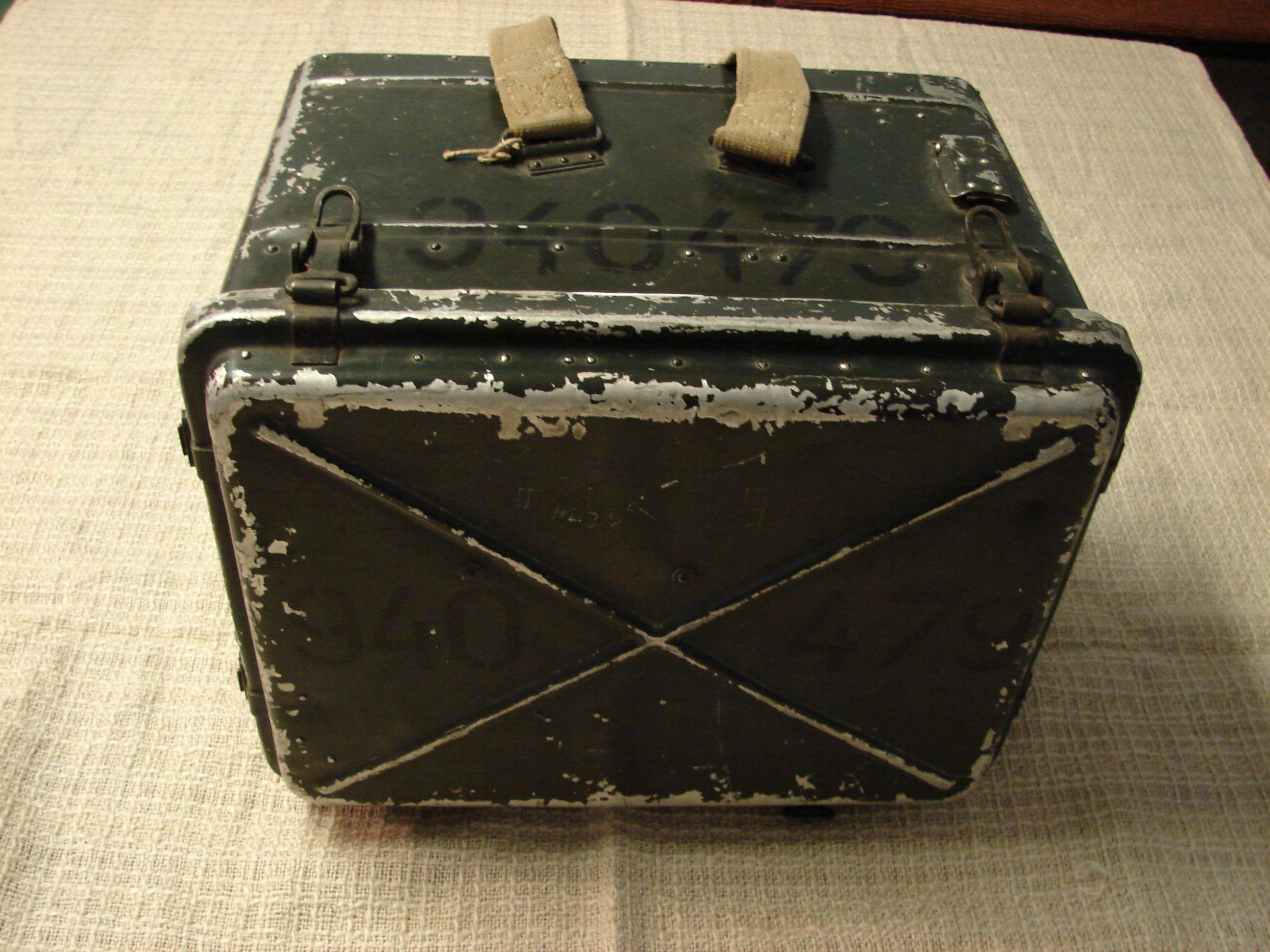 R-10 adó-vevő zárt dobozfedéllel